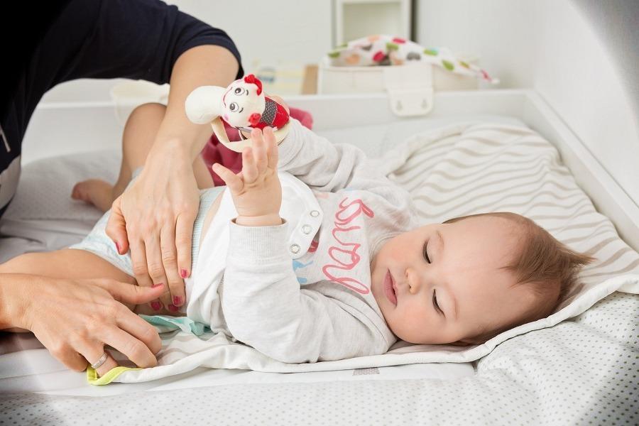 البراز الاخضر عند الاطفال الرضع