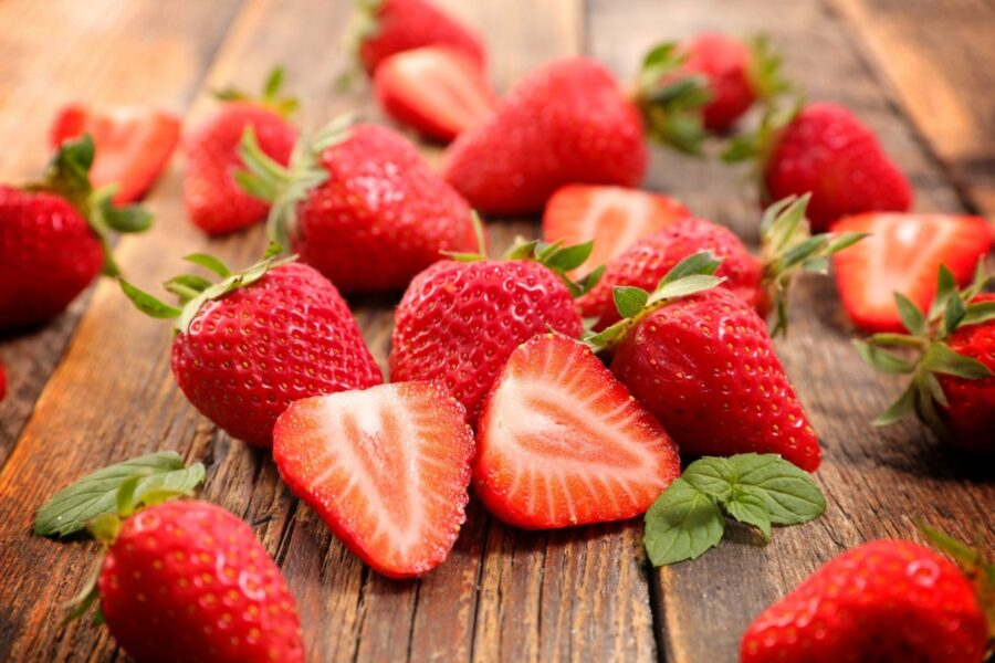 القيمة الغذائية للفراولة والسعرات الحرارية في الفراولة