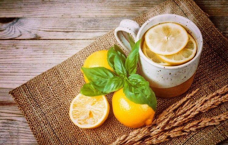 فوائد شرب الليمون الساخن على معدة فارغة
